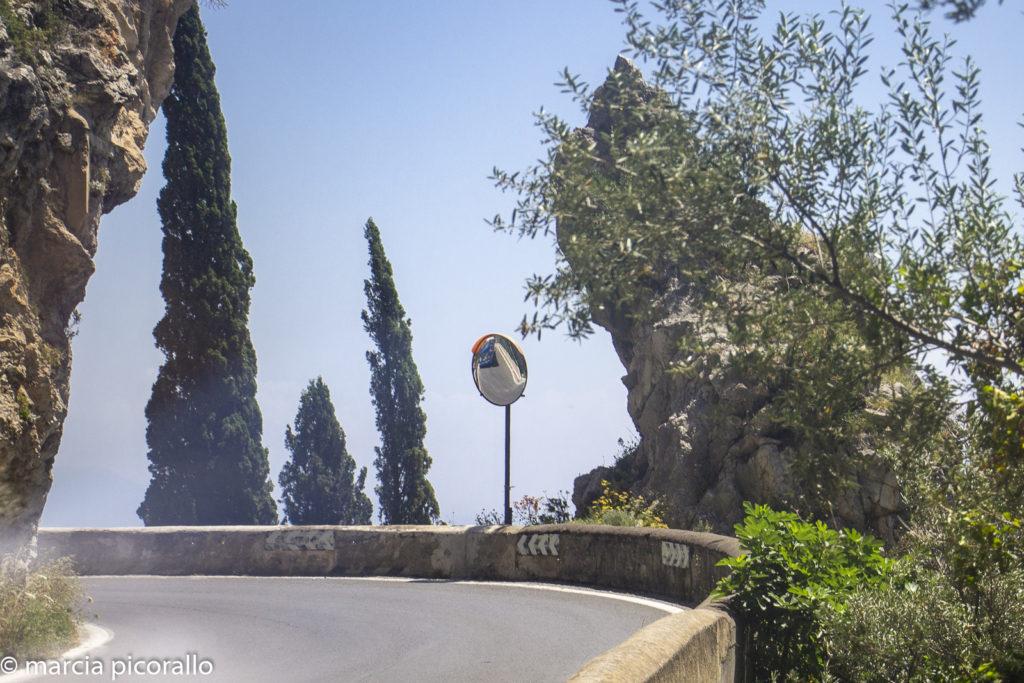 dirigindo na Itália