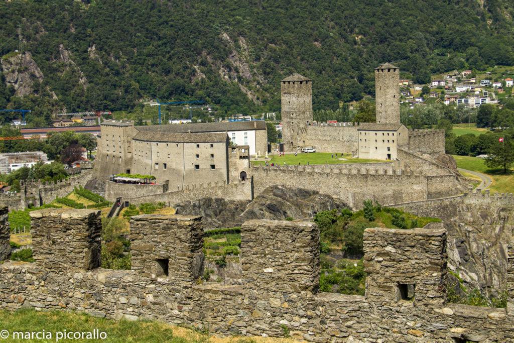 Castelos de Bellinzona na Suíça