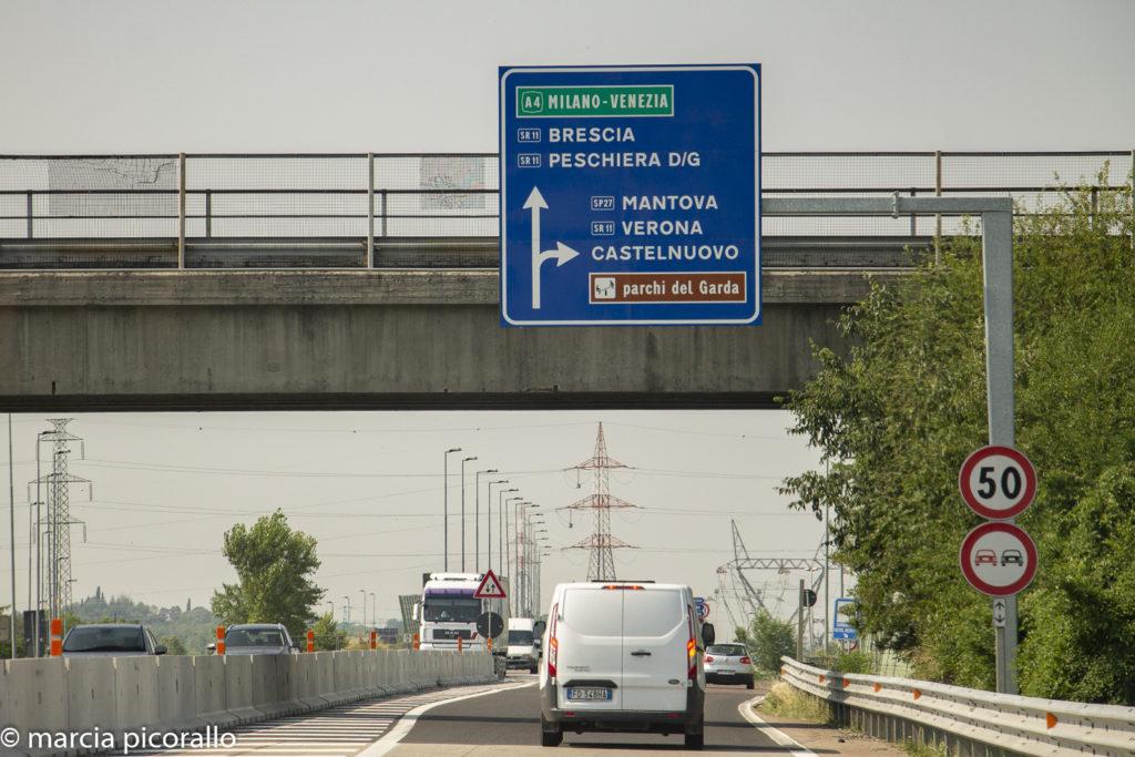 dirigir na Itália placas