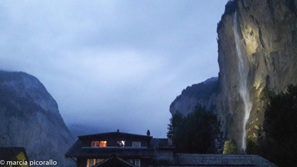 Vale de Lauterbrunnen à noite